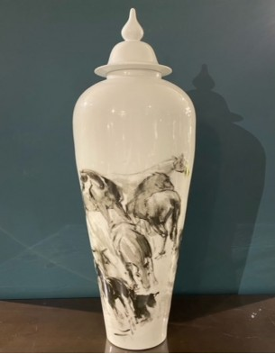 Porcelain container: Chinese painting